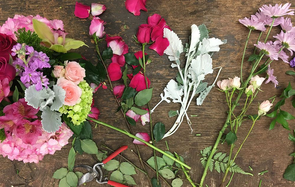 7 Tricks Professional Florists Use To Keep Cut Flowers Alive For ...