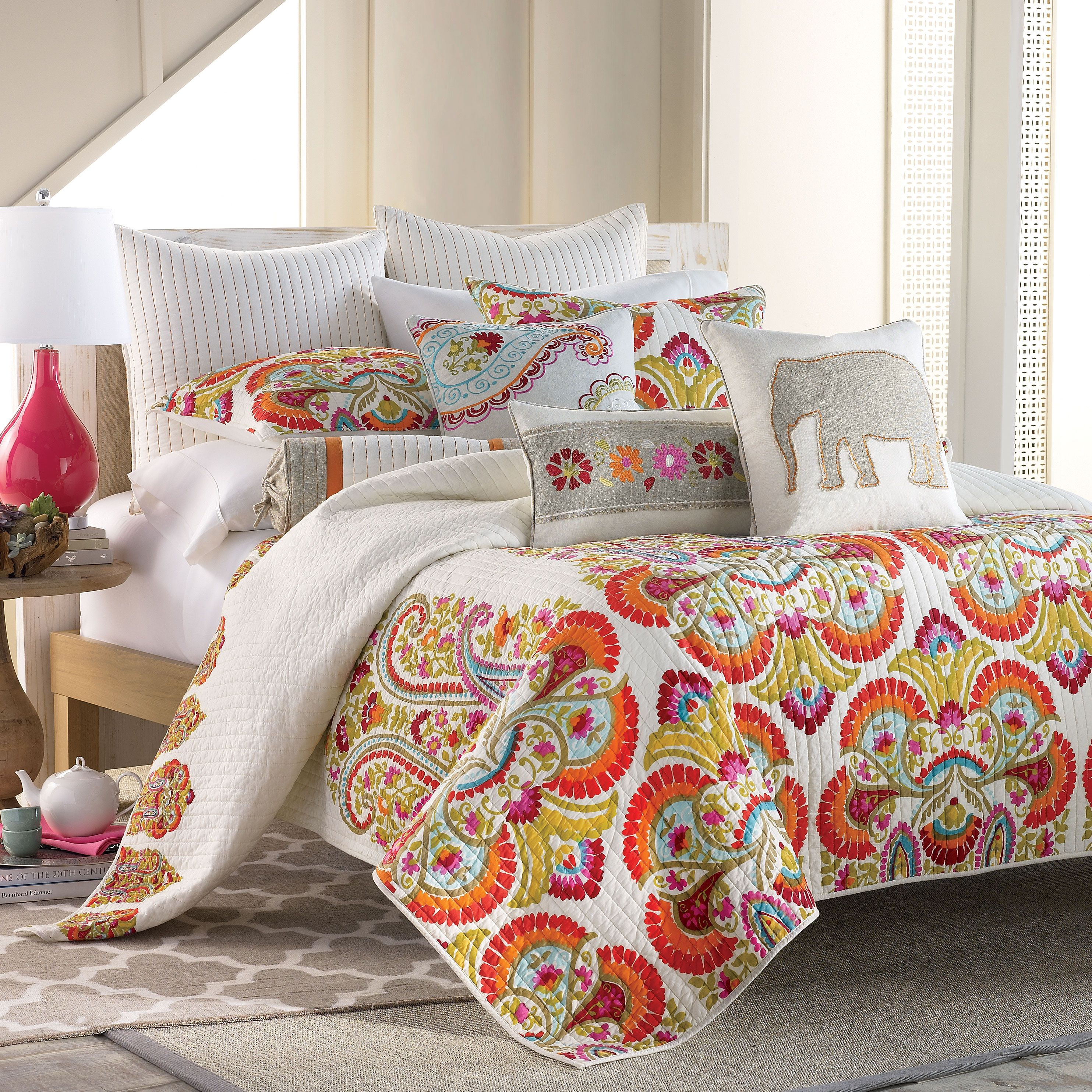 """Bright And Bold Guest Bedroom: """"Bright, Bold & Beautiful Windsong Quilt"""", Post By"""