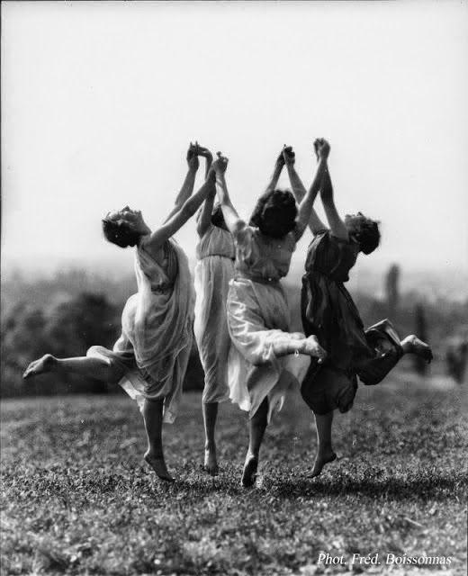 Amigos por una causa ... sin saber vivir | Las Cosas de Enrique #etarrago Fotografía de Fred Boissonnas - (1858 - 1946)