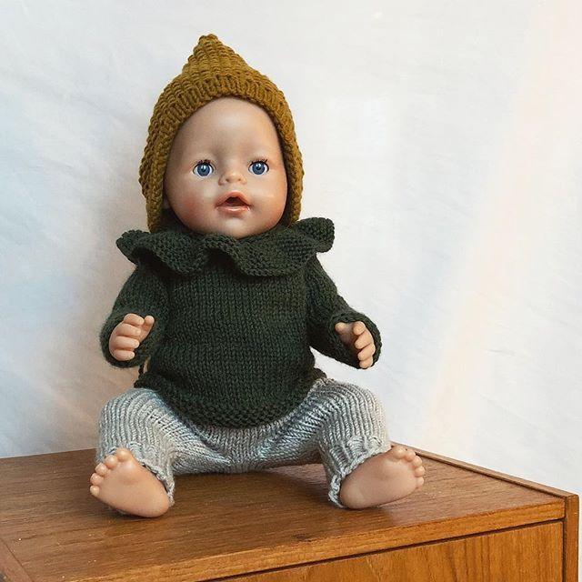 Photo of Dukkeklær fra @paelasknits er noe av det kjekkeste jeg har strikket og er ikke min …