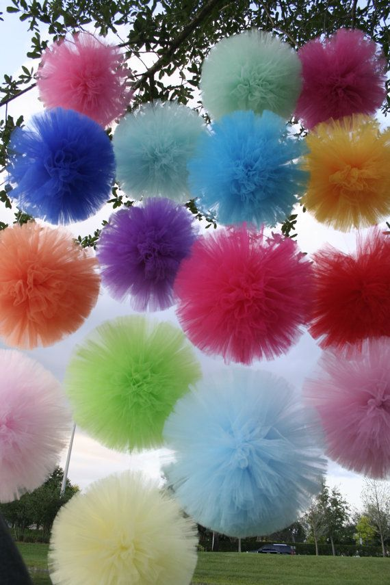 tulle pom poms set of 4 for nurseries polterabend h ngende deko pinterest t ll deko. Black Bedroom Furniture Sets. Home Design Ideas