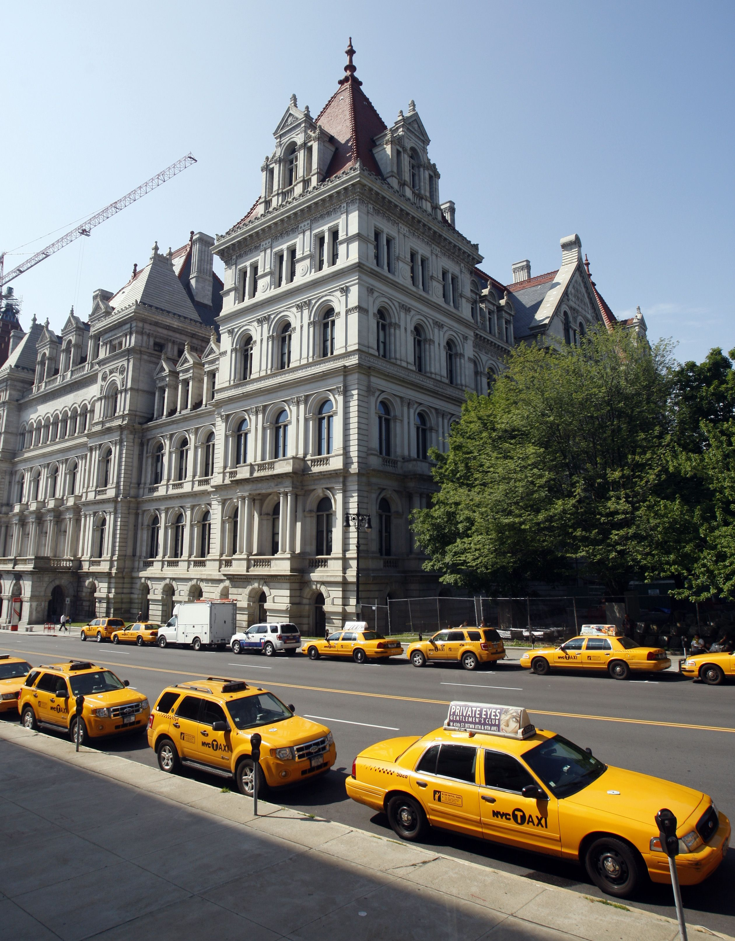 Assembly Passes NYC Taxi Bill To Expand