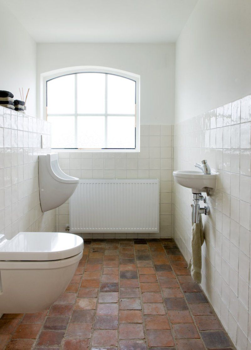 spaanse witjes bathroom white tile with terracotta floor | Panorama ...