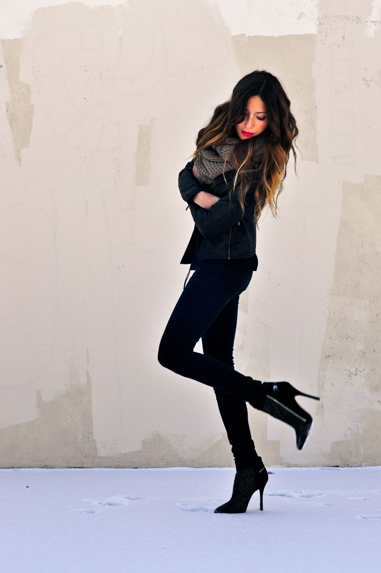 black skinny pants or leggings black shirt black leather