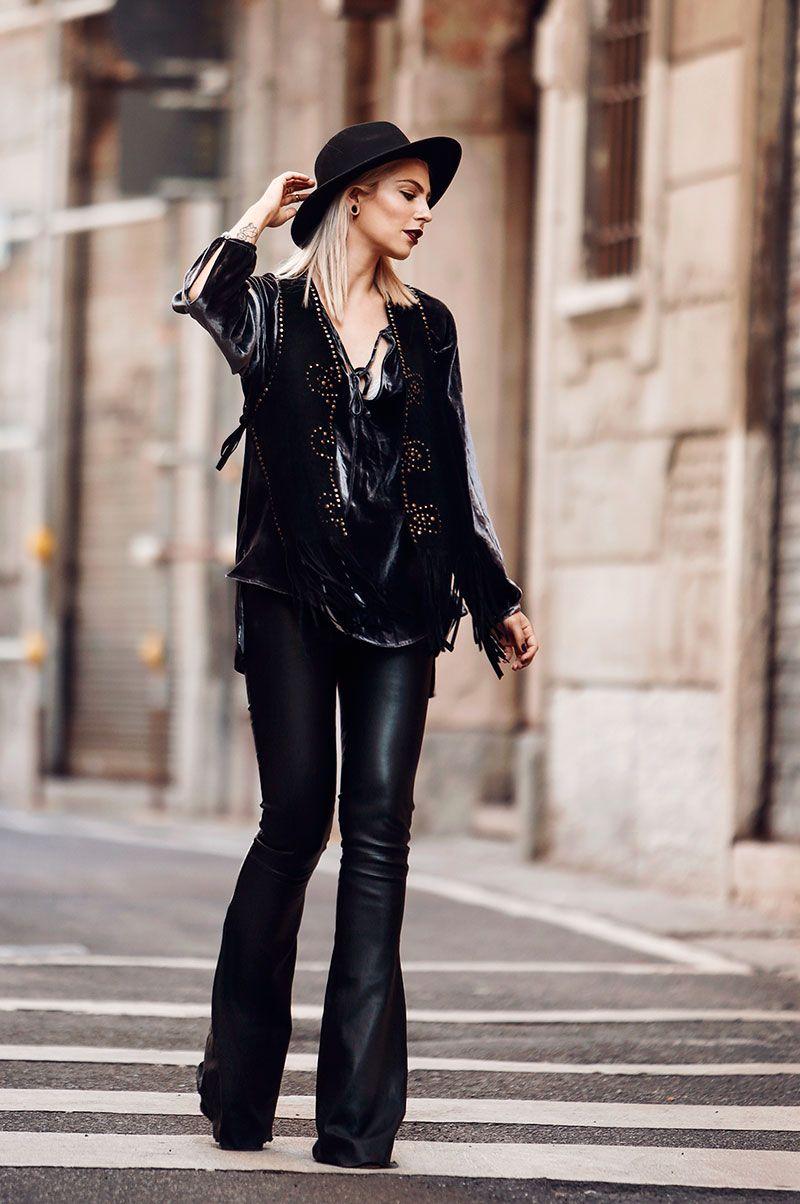 Chica Con Estilo Rockero Pantalones De Campana De Cuero Y Chaqueta Pantalones Acampanados Ropa Moda
