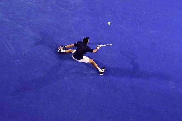 2016年1月26日  Novak Djokovic sets up a blockbuster semi-final with Roger Federer after downing Kei Nishikori 6-3 6-2 6-4