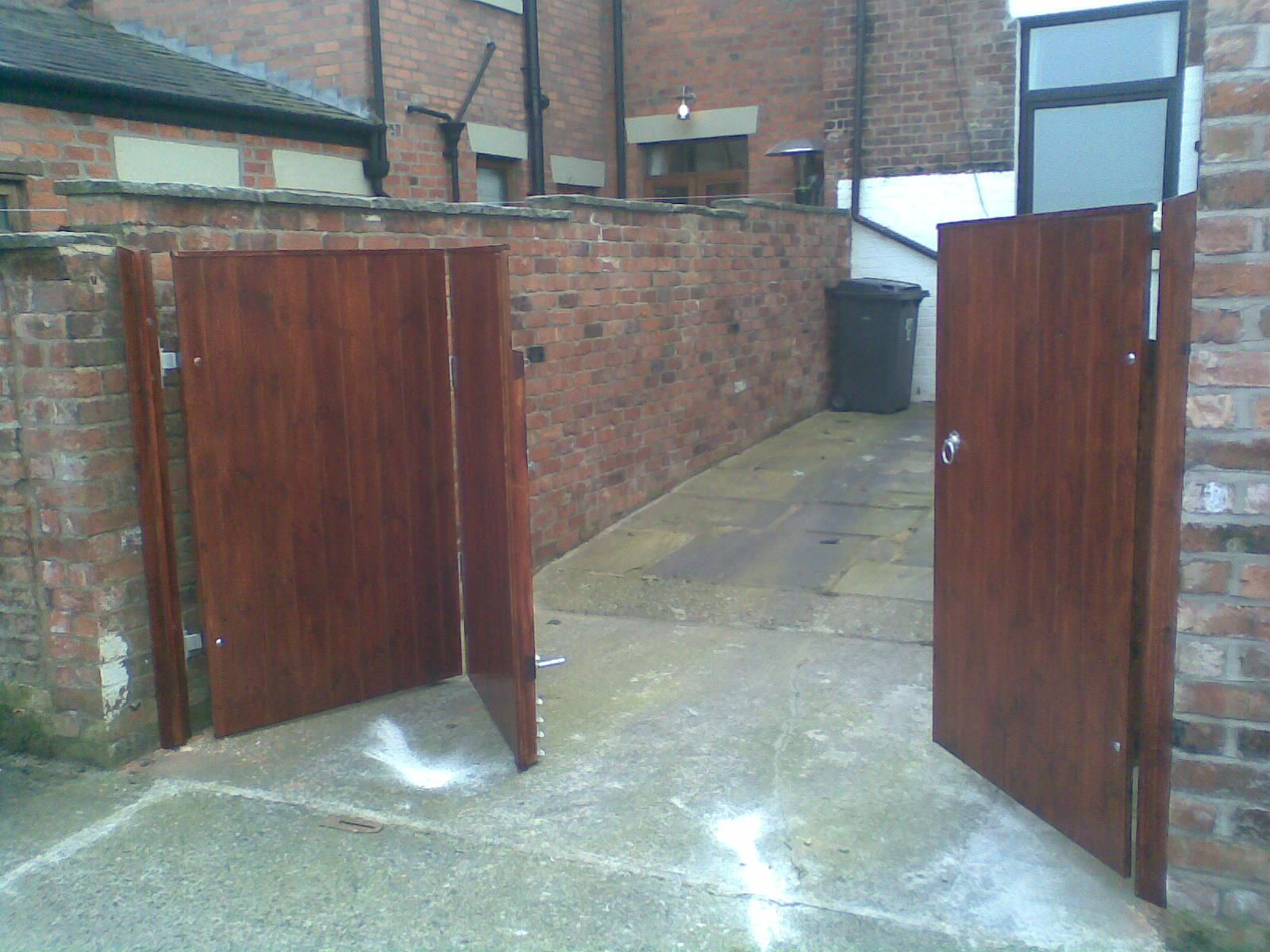 wood bi fold driveway gate yahoo image search results. Black Bedroom Furniture Sets. Home Design Ideas