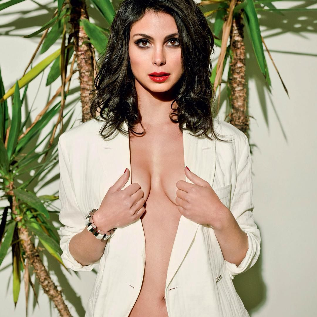 morenabaccarin #bellybutton #bustygirls #sexyy #hot #gotham
