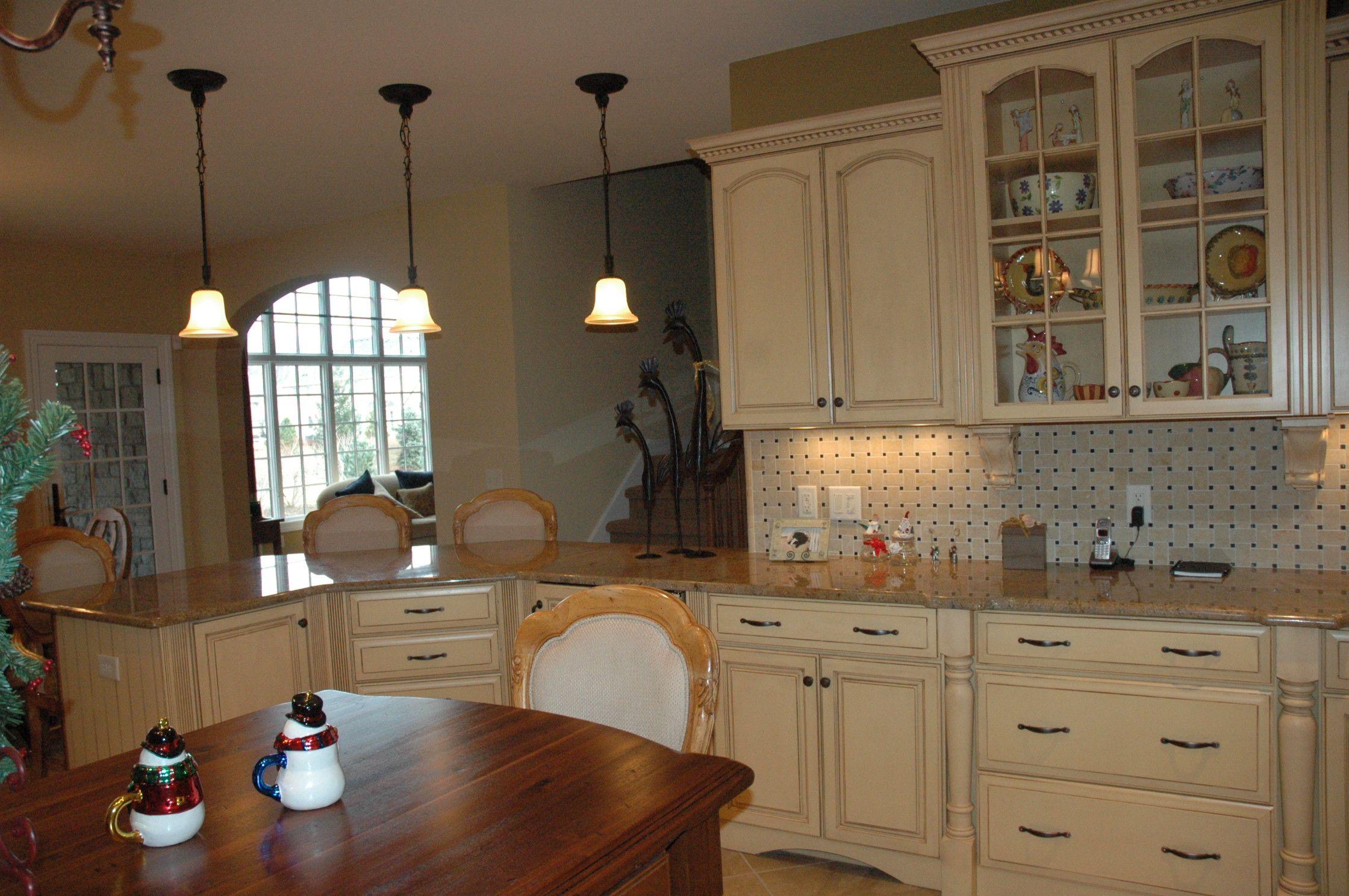 Butternut Glazed Kitchen Kitchen Kitchen Cabinets Home Decor