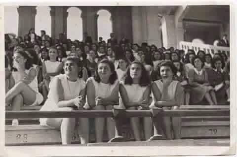 a4885a5cf8e4d صورة لمدرسة الراهبات في الباب الشرقي في بغداد عام1951 .المدرسة التي تخرجت  منها زها حديد المعمارية العراقيه العالميه بعد 14 سنة من التقاط هذة الصورة