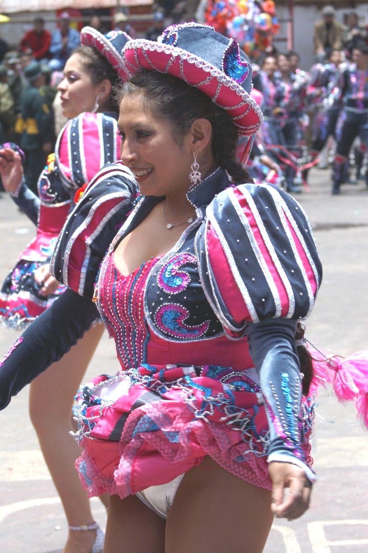 danzas bolivianas chicas caporales la paz bolivia vestuario - Buscar con Google | Danza | Pinterest  | Bailarines, La paz y Bolivia