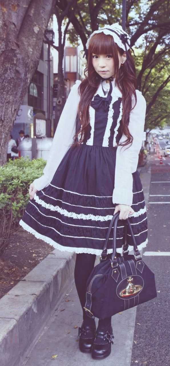 Your daily dose of old-school lolita.