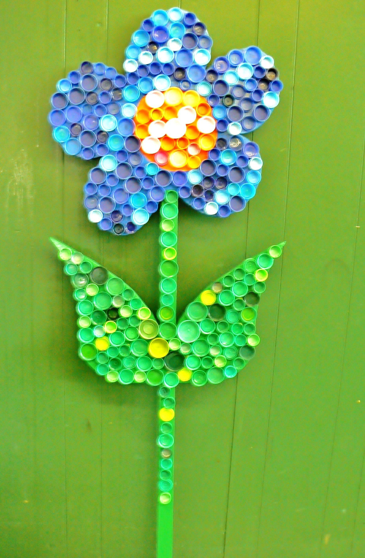 Outdoor Wooden Garden Flower Painted flower attached recylced