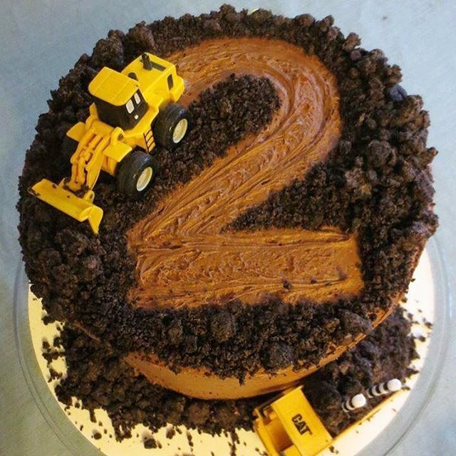 This Construction Cake Is So Cute For A Birthday And It S Super Easy To Make Love Via Angela4design Get The Full Instructions