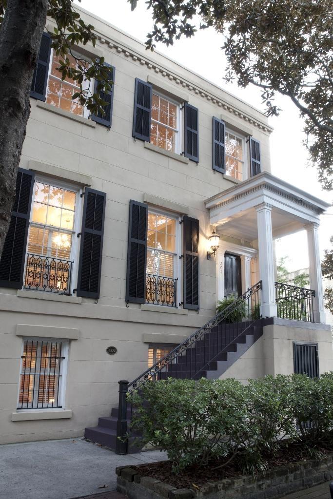 301 East Charlton Street Savannah Ga Trulia Historic Homes For Sale Historic Homes Luxury Real Estate