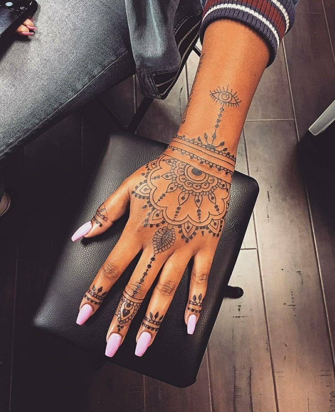 Pin De Coco D En Riri Tatuaje Dedos Mano Tatuajes Tatuajes En Los Dedos