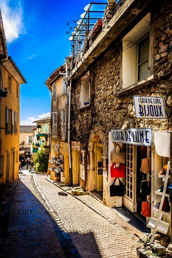 Street in Le Castellet, Var, France 여행, 건축