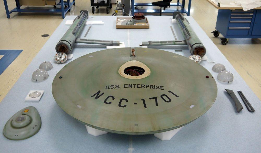 Star Trek  La maquette de l\u0027USS Enterprise est en train d\u0027être