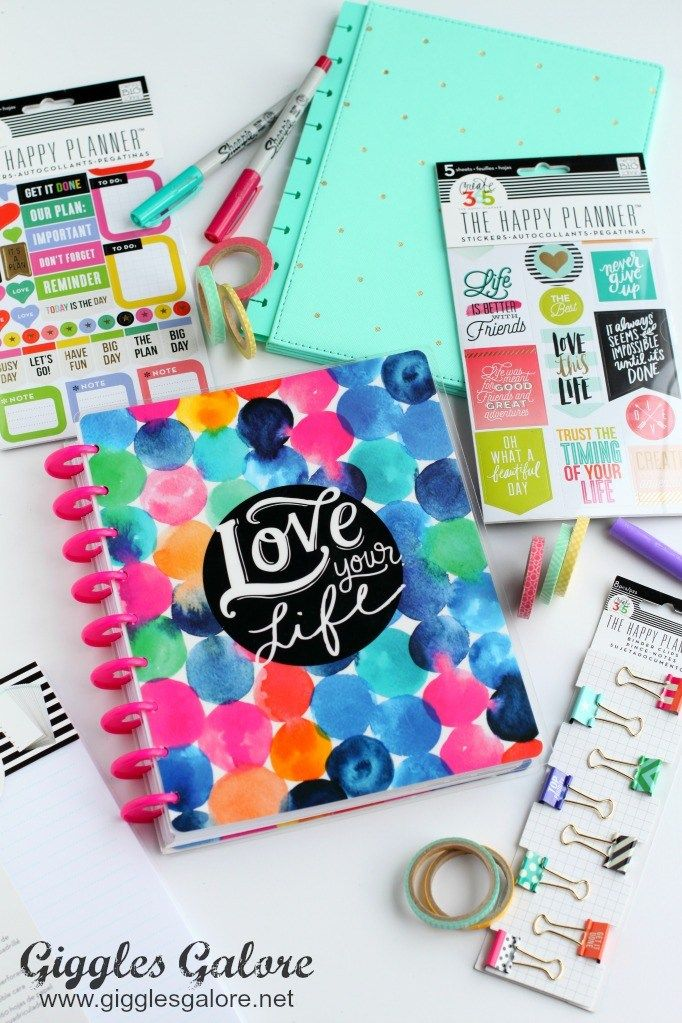 If you're looking for ideas to help inspire your resolutions this year, here are 18 New Years Organizing Projects from this week's Best Friday Features!