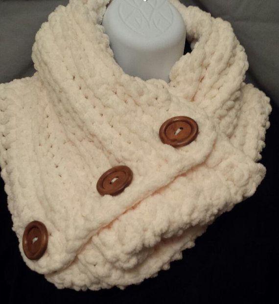 Ganchillo bufanda capucha grueso con botones por ladybugandbuttons
