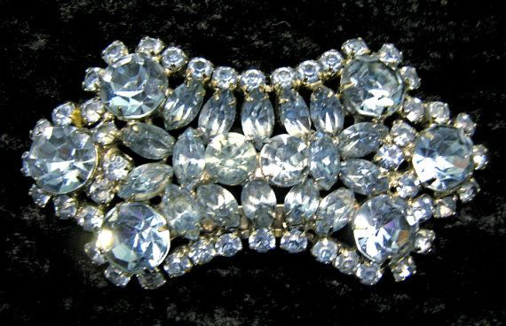Sparkling Light Blue Rhinestone Vintage Brooch, Bow Tie Shaped Pin op Etsy, 19,75 €