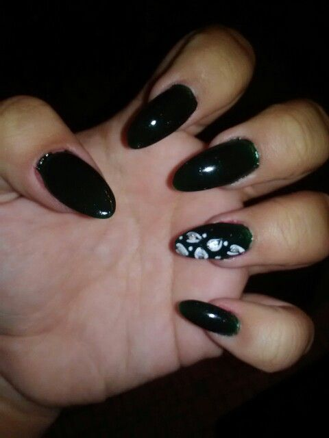Emerald green almond shape nails | Favorite fashion ideas ...