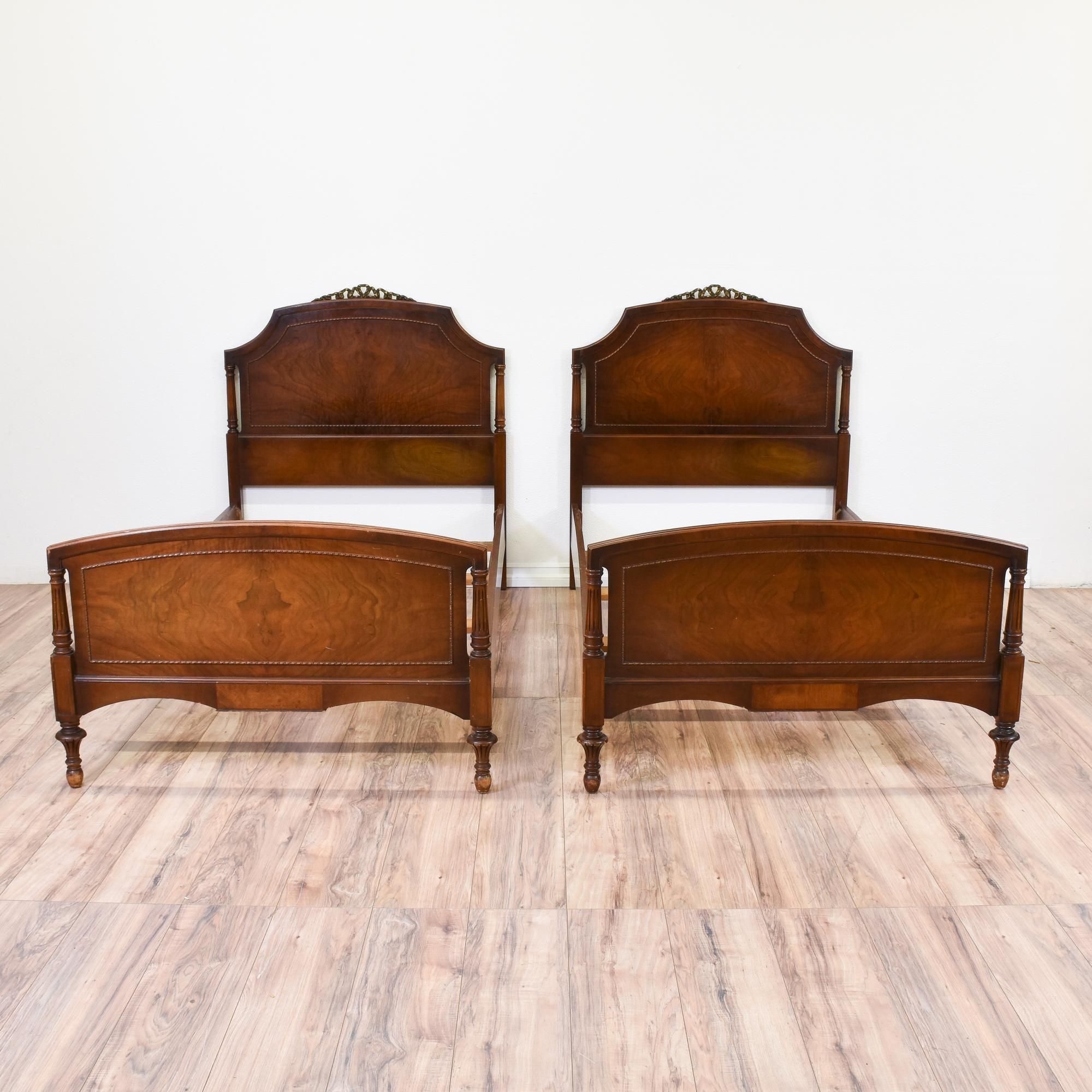 Pair Of Antique Burl Wood Twin Sized Beds With Images Wood