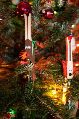 Boston Baby Mama: Get Crafty: Clothespin Reindeer Ornaments