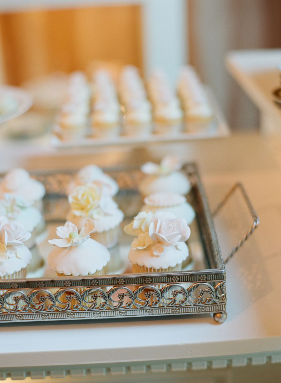 Cupcakes with Sugar Flowers | photography by http://instagram.com/elizabethmessina