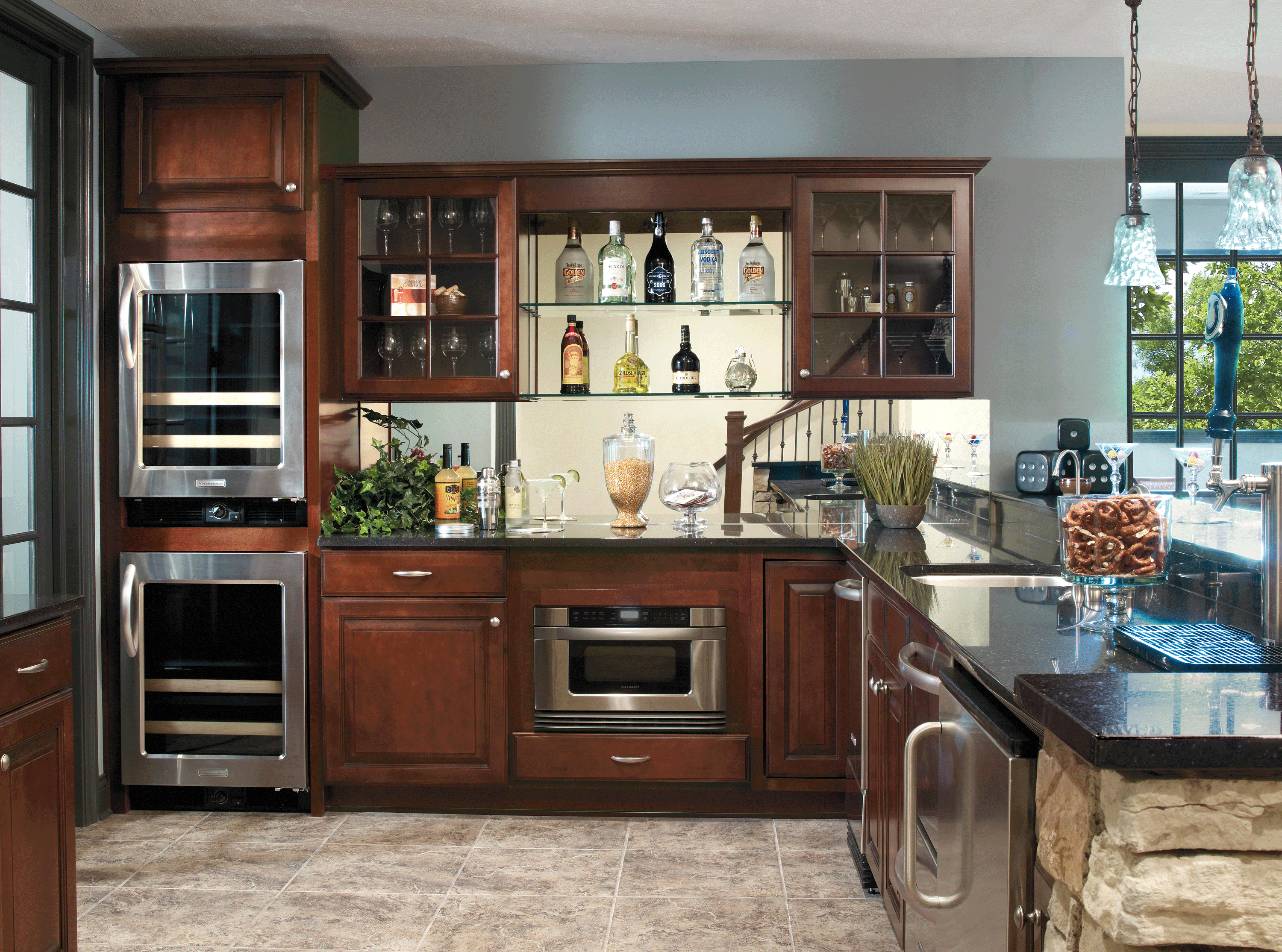 The Elegant Profiled Design Of The Eastland Raised Panel Cabinet Door Adds A Sculptured Element To The Smooth Kitchen Remodel Kitchen Design Kitchen Cabinets