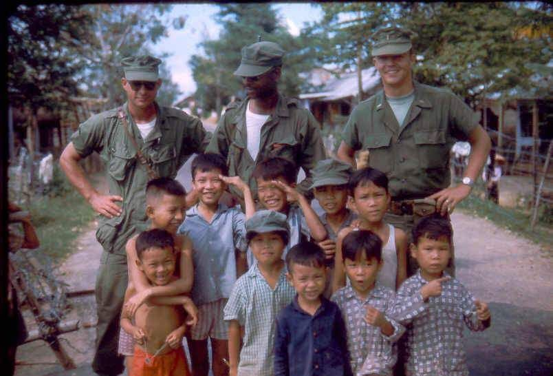 Cap Marines Are Pictured With Vietnamese Children The Sergeant On The Left Wears A First Pattern Jungle Jacket With Second Pa Vietnam War American War Vietnam