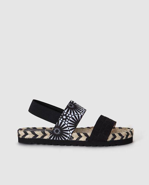 f9c916c5154 Sandalias planas de mujer de Desigual negras con print Más