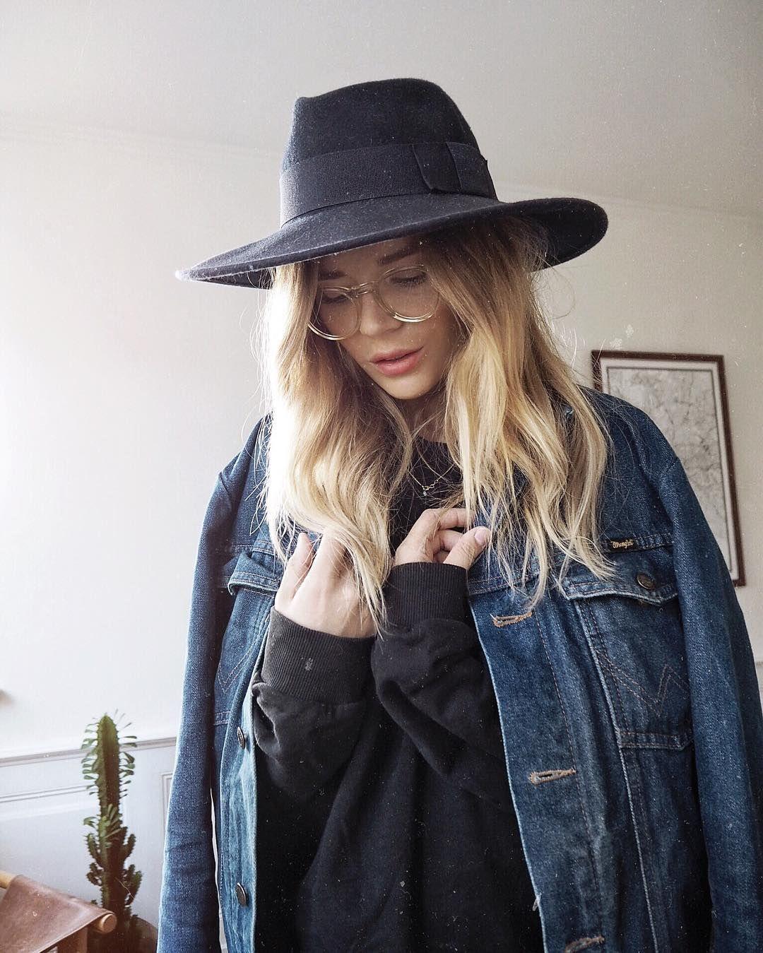 a2fdfcfd12d4c5 Isabella Thordsen (@isabellath) • Photos et vidéos Instagram -- love her hat.  Witchy cool.