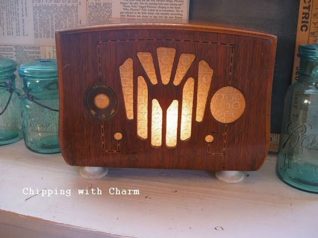 Chipping With Charm Old Radio Turned Light Time To Shine Old Radios Antique Radio Vintage Radio