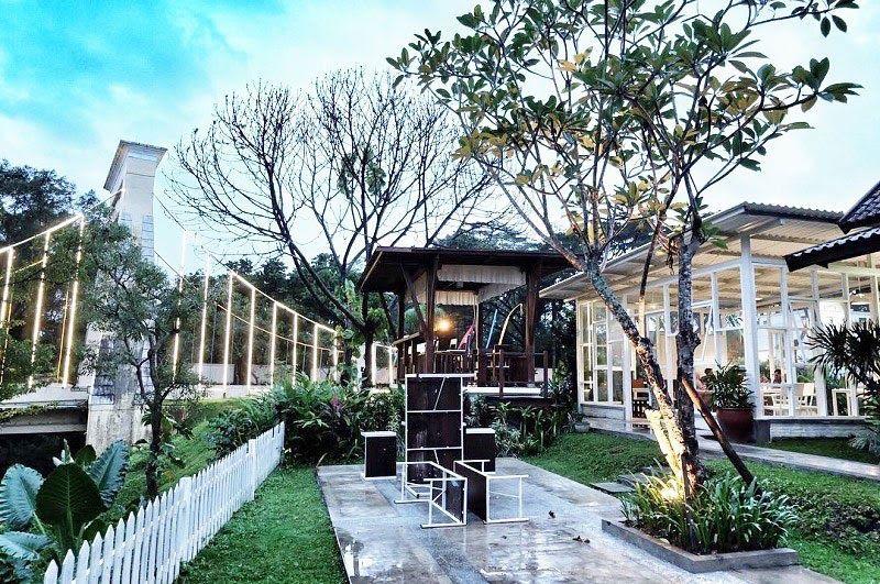 Paling Hits 30 Pemandangan Malang 17 Cafe Restoran Romantis Di Malang Dengan Pemandangan Download Pantai Goa Cina Pemandangan Bi Di 2020 Pemandangan Tempat House