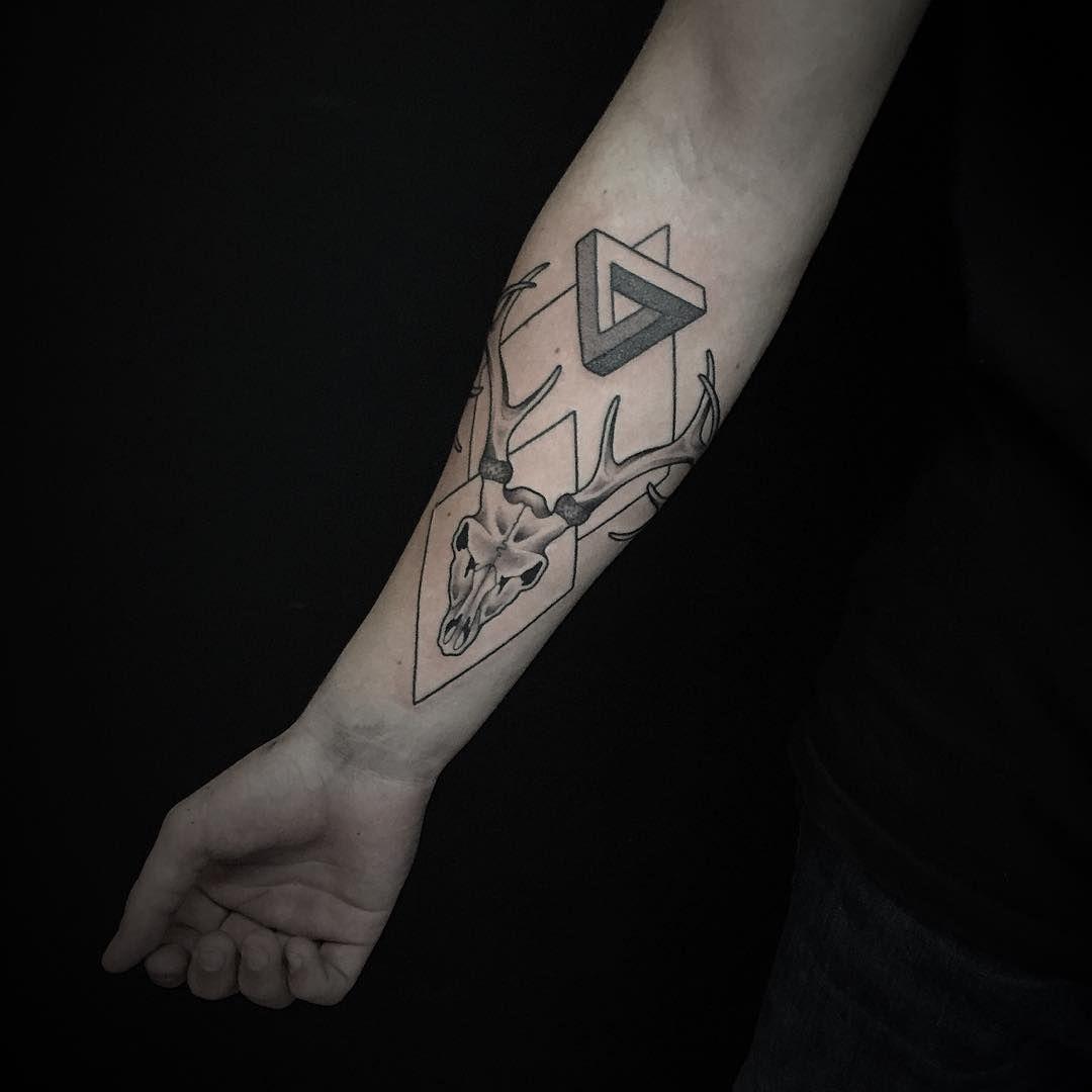 20 Cool Deer Skull Tattoos You Ll Adore Deer Skull Tattoos Tattoos With Meaning Skull Tattoos