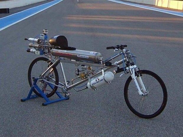 Bicicleta utiliza foguetes movidos a hidrogênio (Foto: Gérard Toutin / Exotic Thermo Engineering)