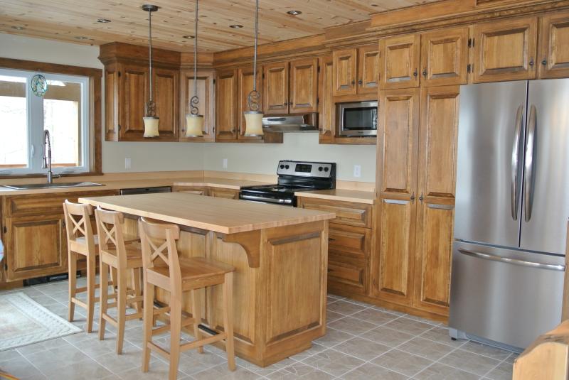 armoire de cuisine rustique recherche google. Black Bedroom Furniture Sets. Home Design Ideas