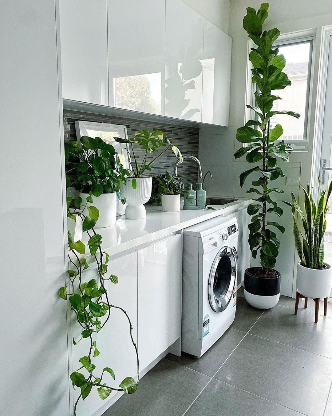 I Plant Even On Instagram If Our Laundry Room Looked Like This Maybe We D Actually Get Some Done Via The Int In 2020 Laundry Room Laundry Room Decor Laundry