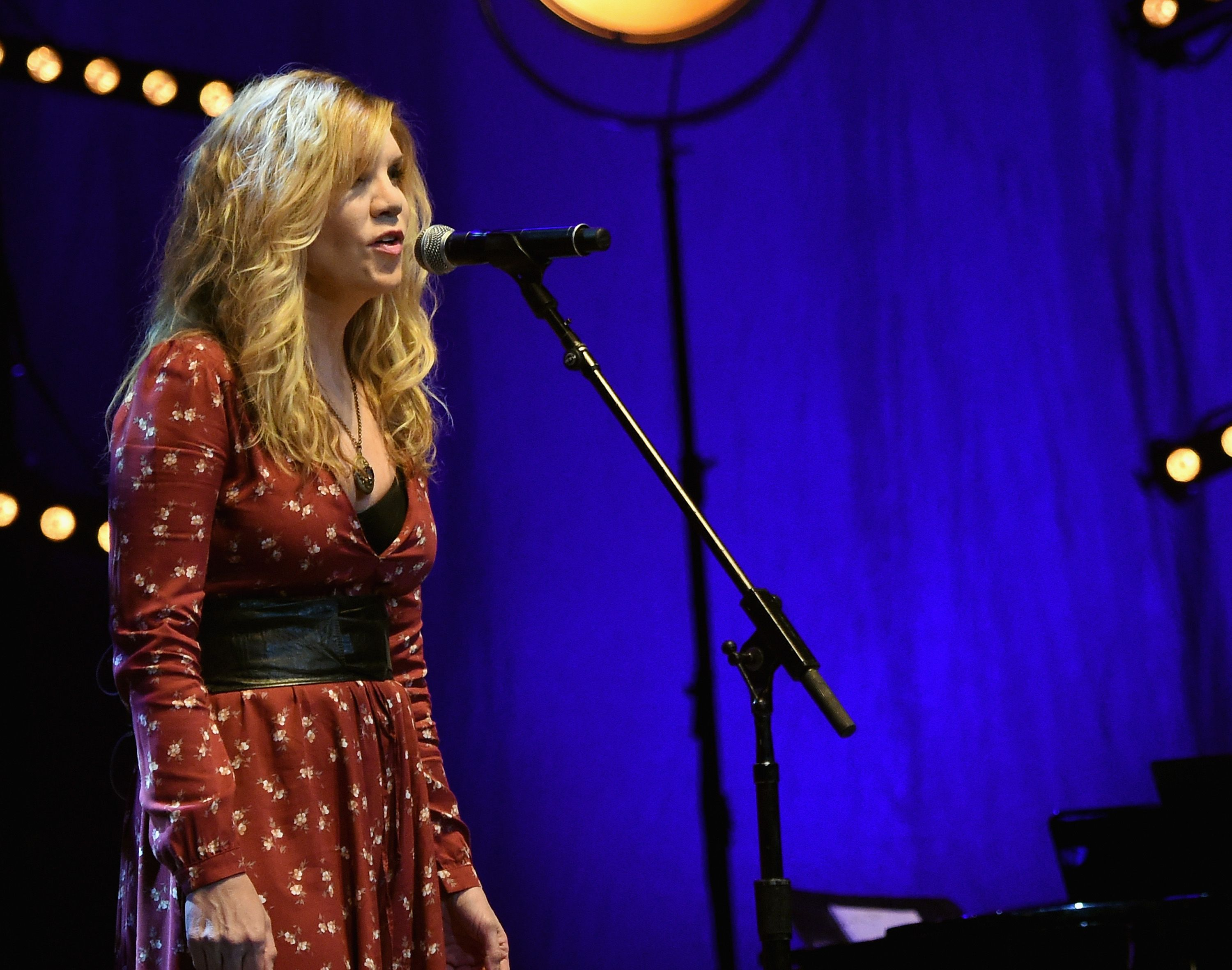 """Alison Krauss – """"Windy City"""" (The Osbourne Brothers Cover)"""