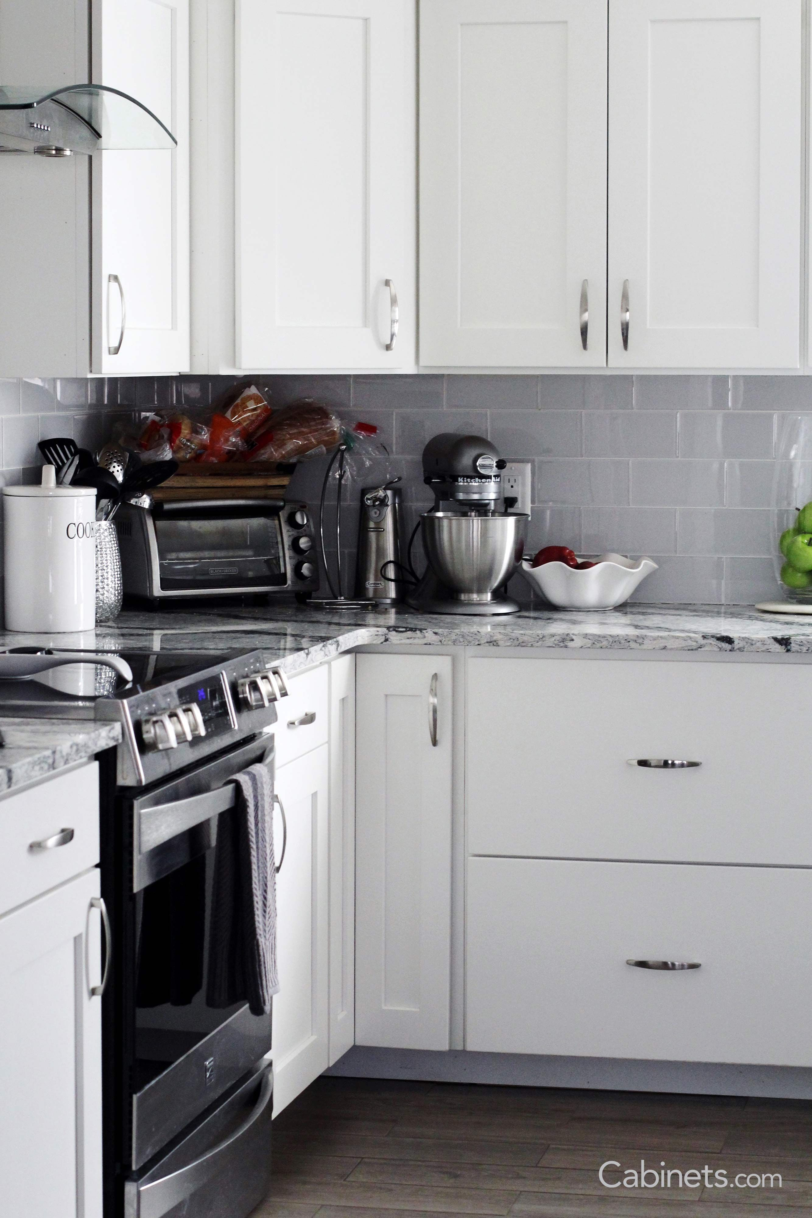 Whitekitchen Cabinets Are A Timeless Choice They Can Be Paired With Any Design Style And Loo White Kitchen Cabinets Kitchen Cabinets Decor Kitchen Cabinets