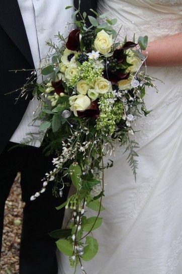 Fall bouquet, perfect for black & white Vera Wang's dress - Bouquet a cascata, perfetto per l'abito di Vera Wang bianco e nero