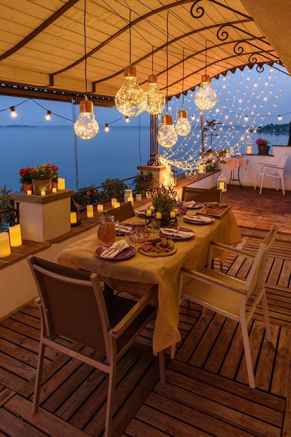 Decora la tua cena estiva sul terrazzo con le lucine led candele led abbelliscono il