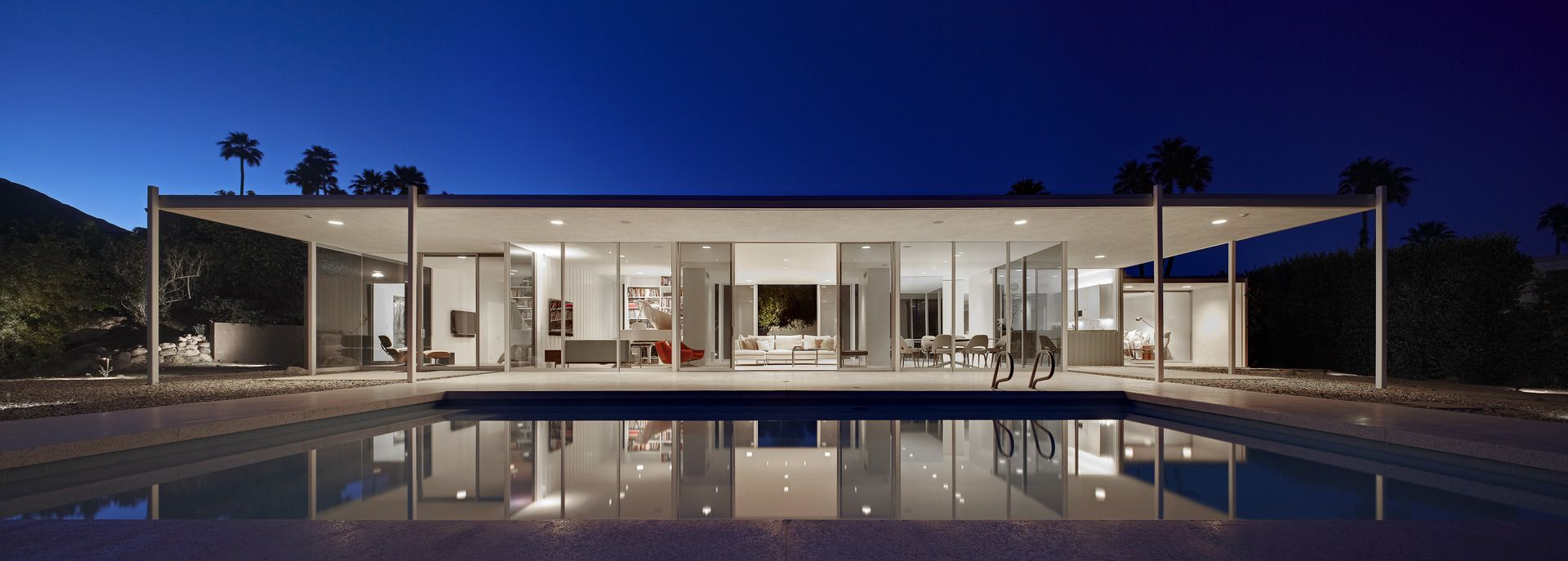 Palm springs glass house by william cody