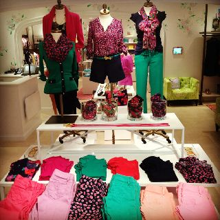 Every Lilly girl needs a pair of colored jeans! #coloredjeans #lillypulitzer