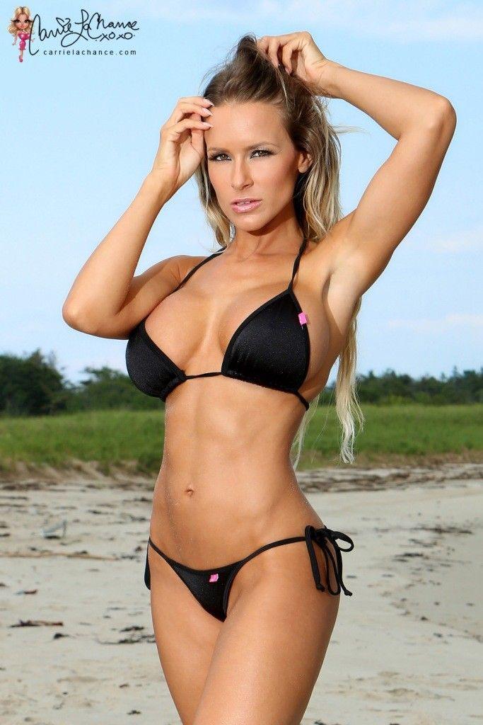 model bikini Carrie
