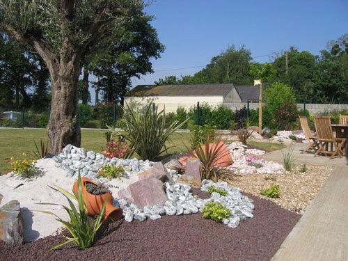 Parterre avec cailloux jardin de rocaille zen idees for Amenagement jardin cailloux
