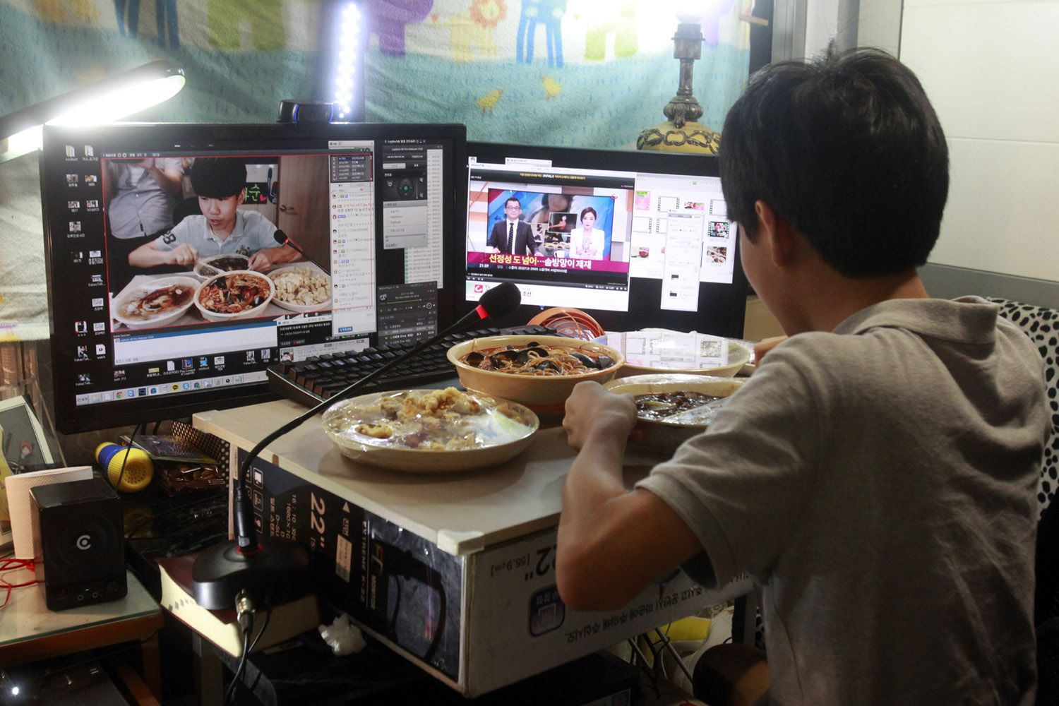Thousands Watch Korean Teen Eat Dinner Every Night
