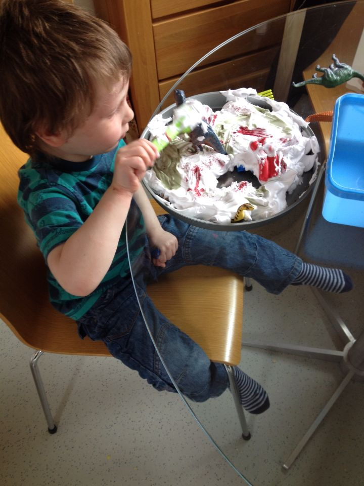 Shaving foam treasure hunt! Place objects in a clean baking tin or similar cover with shaving foam and off you go!