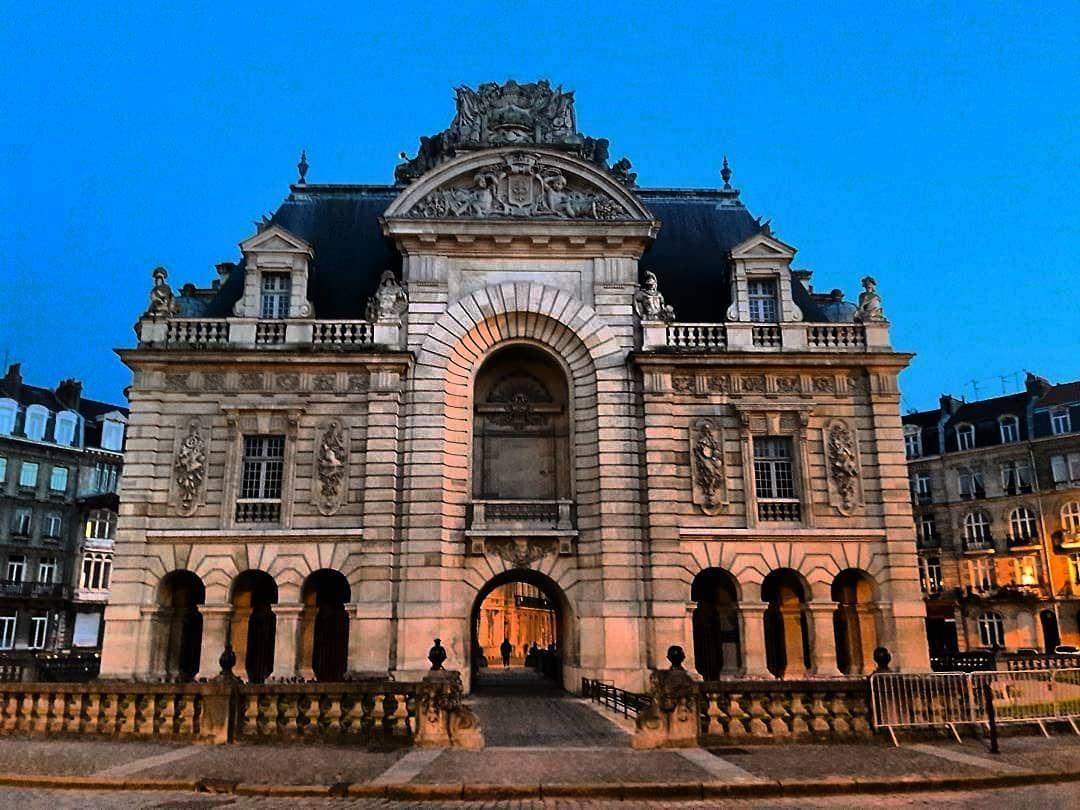 116 Vind Ik Leuks 3 Reacties Lageromoise Op Instagram La Porte De Paris Est Une Des Portes Des Anciens Remparts De La Ville De Travel Instagram Building